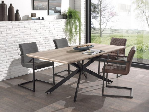 Table avec plateau en bois et structure métallique
