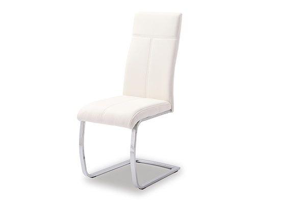 Une jolie chaise pour la salle à manger ou la cuisine qualité pu blanc