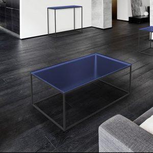 Table de salon avec un cadre en acier peinture noire epoxy et plateau en verre bleu