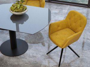 Chaise avec accoudoirs couleur jaune ocre