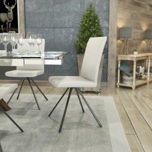 Chaise style scandinave avec des pieds métalliques avec un dossier haut
