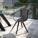 chaise avec un tissu polyester anhracite et pieds métalliques